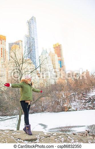 adorable, ville, nouveau, parc, central, girl, york - csp86832350