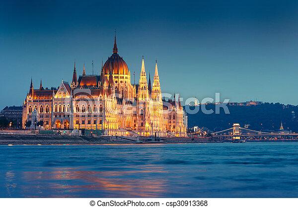 bâtiment, budapest, parlement, nuit, hongrois - csp30913368