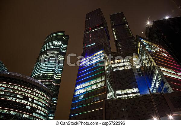 bâtiment, bureau, sommet, moderne, moscou, foreshortening, au-dessous, planchers, gratte-ciel, nuit - csp5722396