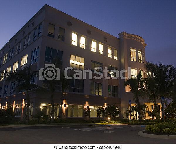 bâtiment, nouveau, bureau, nuit - csp2401948