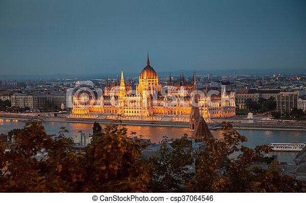 bâtiment, parlement, éclairé, hongrois, national, nuit - csp37064546