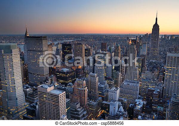 bâtiment, ville, with., aérien, panorama, horizon, état, coucher soleil, york, nouveau, empire, manhattan, vue - csp5888456