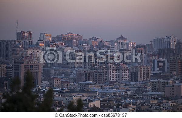 chaos, baku, nouveau, bâtiments, levers de soleil - csp85673137