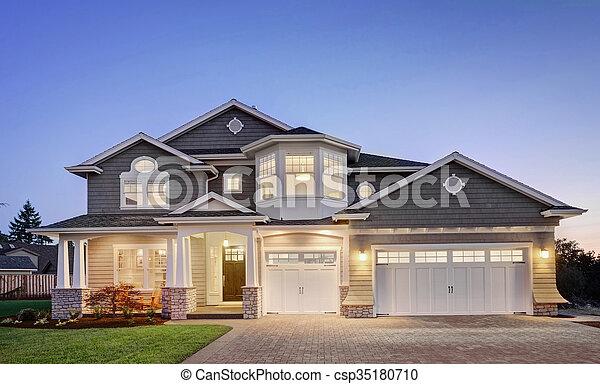 extérieur, crépuscule, maison luxe - csp35180710