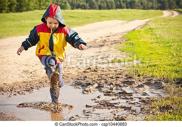 garçon, irrigation, flaque - csp10440683