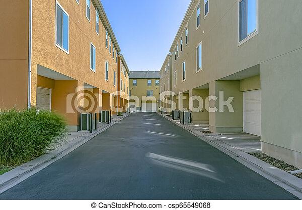 garage, bâtiments, dos, portes, résidentiel - csp65549068