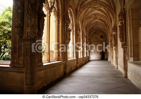 intérieur, de, vue, monasterio, piedra - csp34337376