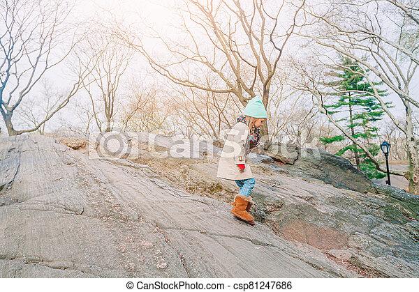 nouveau, petite fille, parc, adorable, york, central, ville - csp81247686