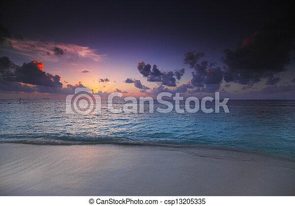 plage coucher soleil - csp13205335