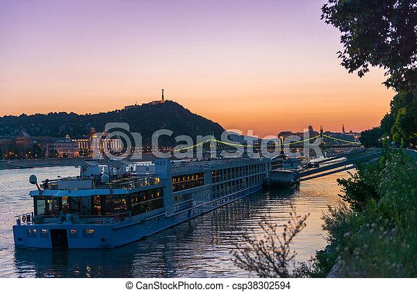 touristique, grand, coucher soleil, danube, bateau vapeur - csp38302594