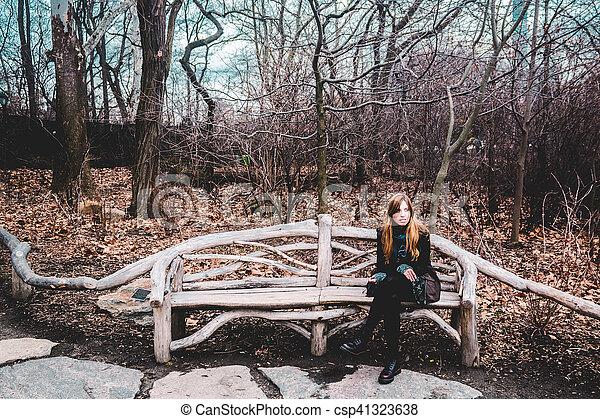 ville, central, séance, garez banc, york, nouveau, manhattan, girl - csp41323638