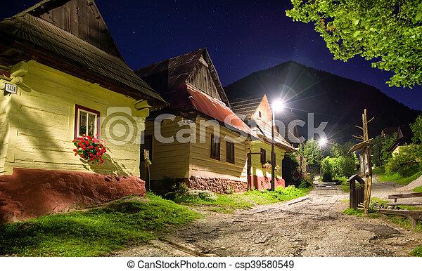 villgae, vlkolinec, historique, petites maisons, nuit - csp39580549